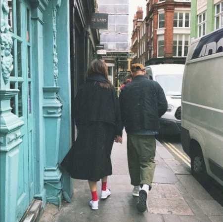余文乐和家人一起同游伦敦 女友王棠云出现在大合照中