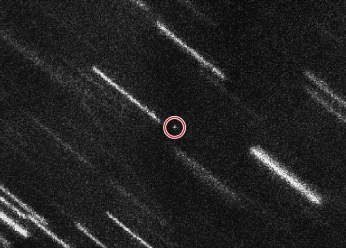 小行星(红圈示)即将近距离安全掠过。