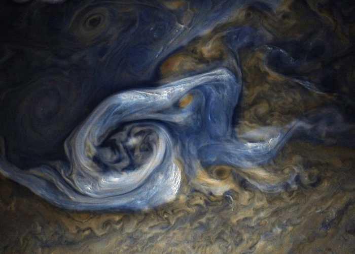 美国NASA木星探测器朱诺号传回近距离拍摄