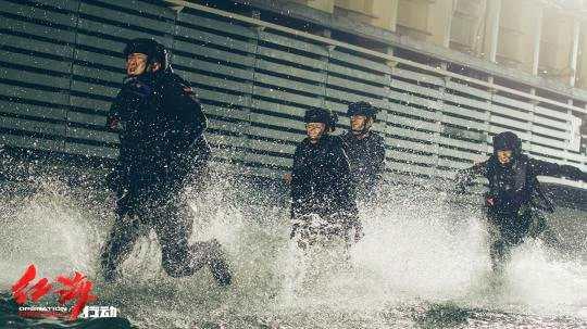 军事主旋律电影《红海行动》点映 上演以寡敌众的中国式营救