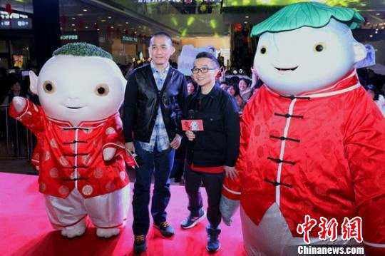 梁朝伟携《捉妖记2》现身南京热闹拜年 笑称对盐水鸭印象最深
