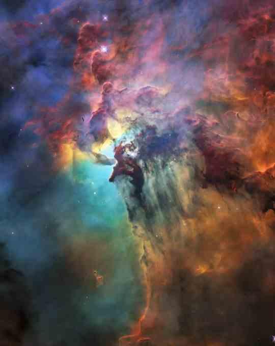 NASA发布全新的壮丽图片庆祝哈勃发射28周年