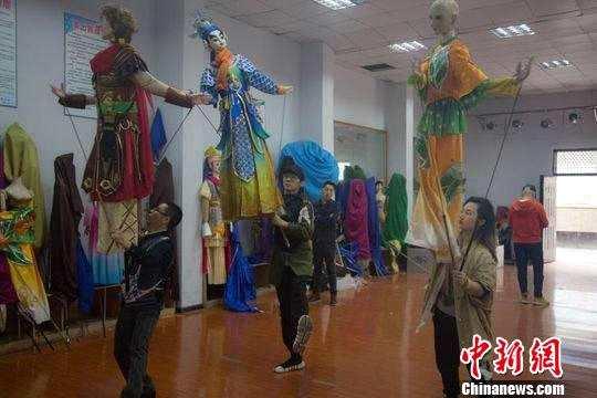 四川南充拍摄全国首部大木偶电影
