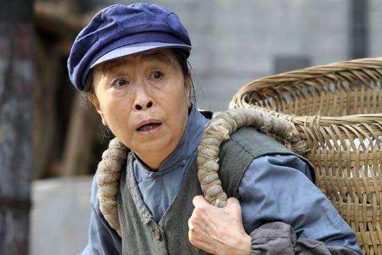82岁张少华做公益又被骂,连老邻居都替她难过