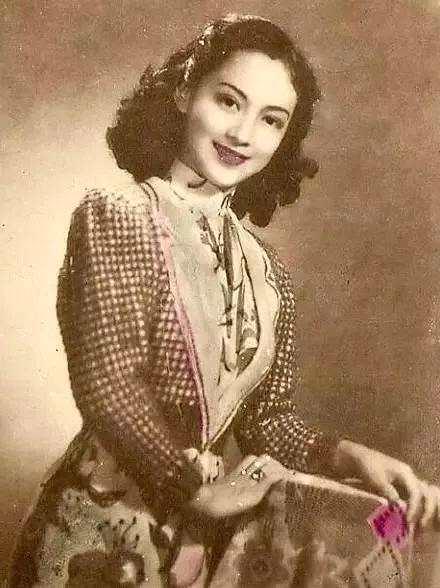 她美貌经验张爱玲,罗文是她粉丝,引退后扬名饮食界