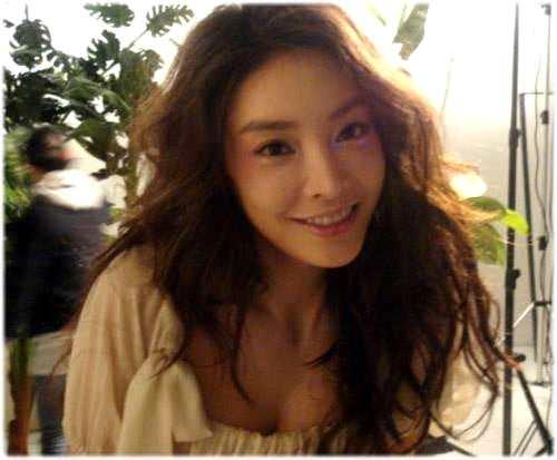 张紫妍事件升级:沦为经纪公司的玩物,平均每天接待客人5名