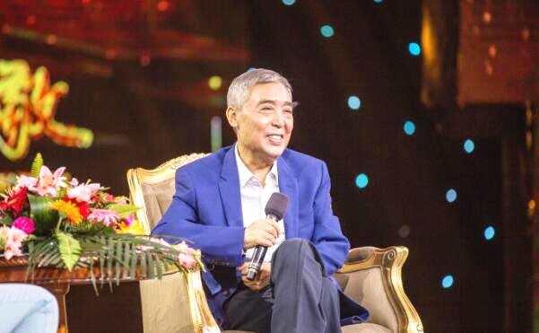 65岁相声名家师胜杰近照曝光 病后重返舞台精神状态俱佳