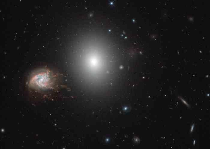 NASA借助哈勃太空望远镜探索一张容纳数百个星系的照片