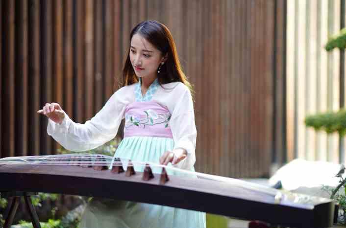 世界旅游小姐在兴汉胜境体验中国传统文化