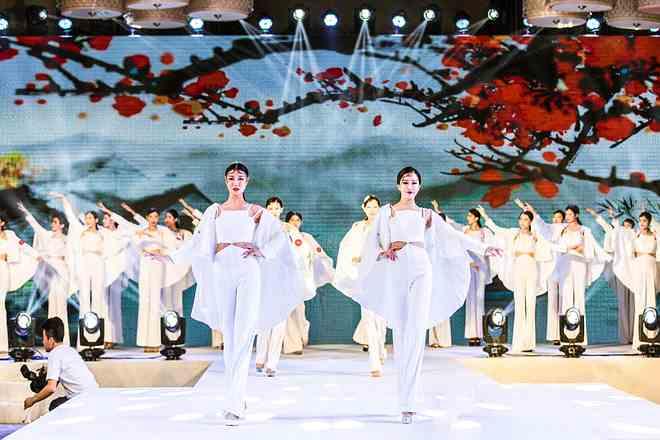 杨可可新品大秀闪耀世界文旅小姐海选盛典