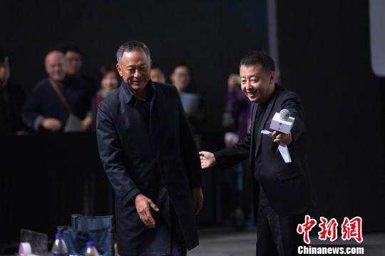 香港导演杜琪峰寄语年轻导演:视野和热情缺一不可