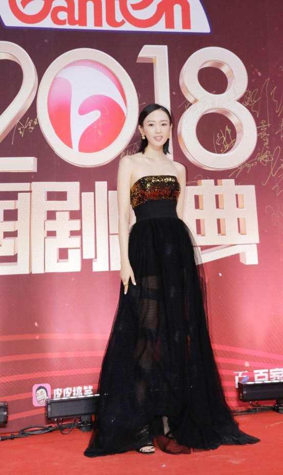 童瑶亮相国剧盛典 黑色薄纱长裙优雅大气