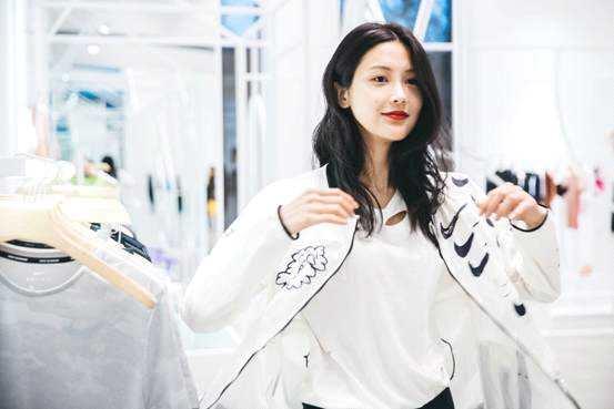 张昊玥写真时尚感融入运动风 传达内心运动能量