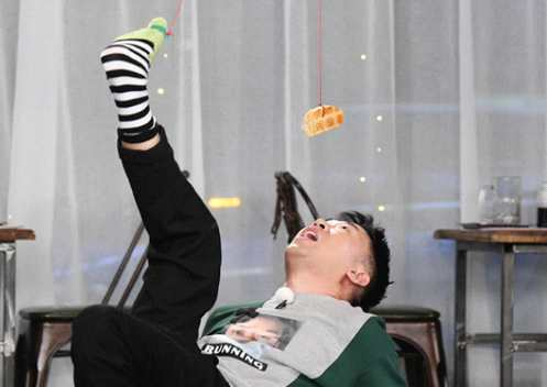 """《奔跑吧》宋雨琦杨迪组团上演""""太阳的后裔"""""""