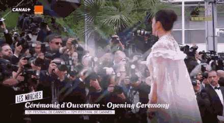 巩俐白色披风纱裙现场高清图,巩俐白色披风纱裙什么样子