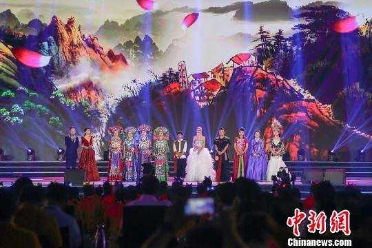 左权民歌汇·2019年国际民歌赛18日深夜在山西左权落幕。 张云 摄