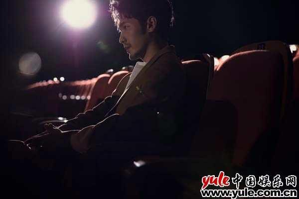 白宇剧场故事写真曝光 金丝眼镜搭配西装演绎成熟质感 - bt福利天堂9