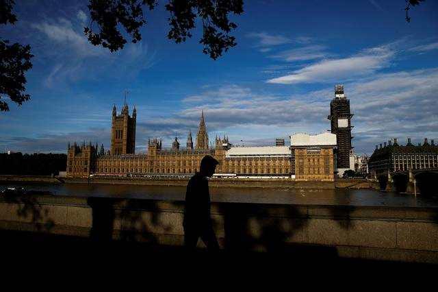 英国政府与议会的脱欧戏码愈演愈?#19994;?#33521;镑投资者还没慌
