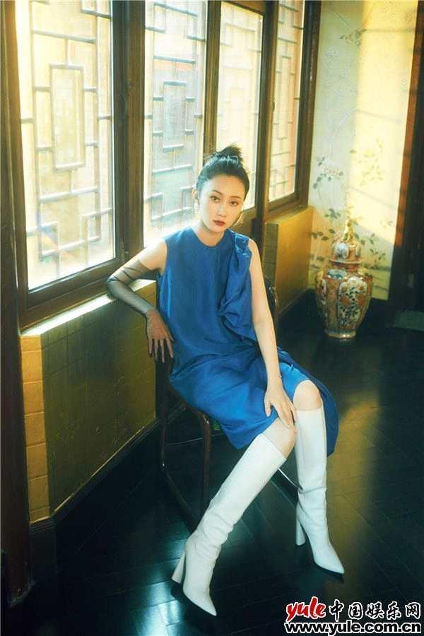 林鹏最新时尚大片释出 复古冷艳酷感十足
