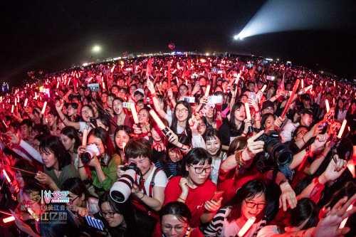 战马2019长江音乐节:行走的大提琴——王晰的户外音乐节首秀