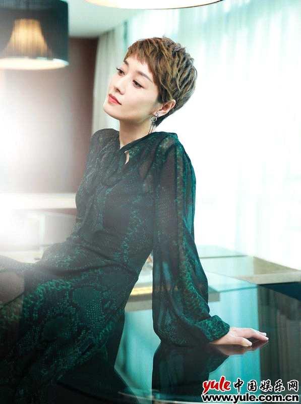 马伊琍出席《我和我的祖国》发布会状态佳  优雅大方歌颂中国女排历史