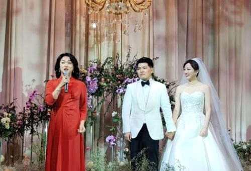 安徽卫视主持人余声婚礼现场图 余声和老公魏鹏是小学同学