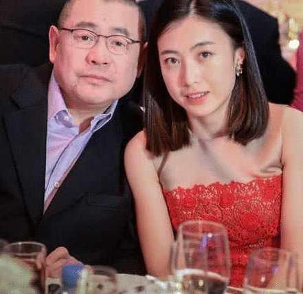 刘銮雄36岁女儿到现在还未婚,私照被公布后,网友:最难追的千金!