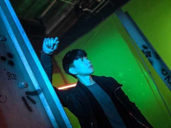 林俊杰赴美国拍摄新歌MV 上演机器人与人类罗曼史