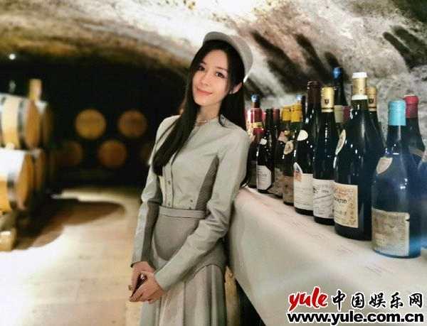 汤晶媚受邀出席世界顶级红酒活动  最美东方面孔为红酒加冕