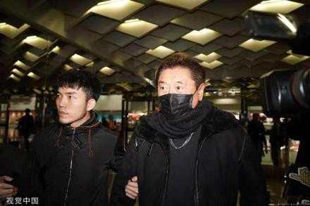 高以翔父母抵达宁波 遗体或将运回台湾火化