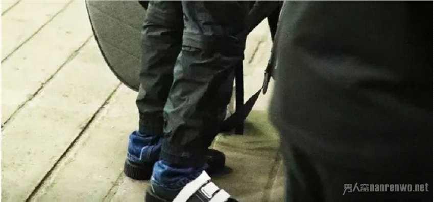 王俊凯裤子里面穿牛仔裤