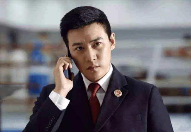 """""""中年危机""""43岁陆毅,胖到怀疑人生,曾经的美男子一去不复返"""