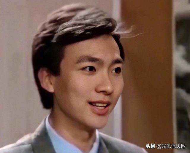 康辉94年初次主持时的发型火了,如今康辉解释:那是我自己吹的