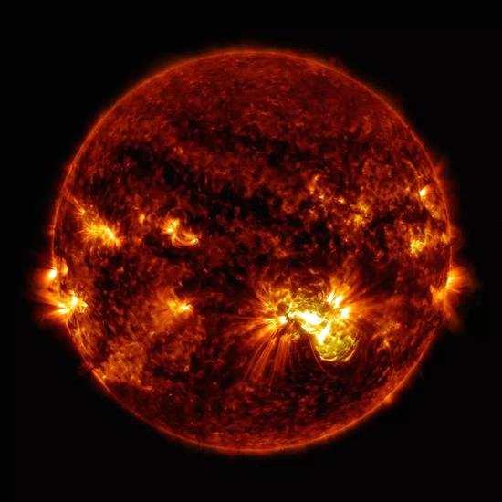 太阳耀斑。 图片来自:NASA