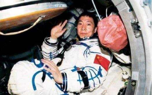 杨利伟曾在太空中听见急促的敲门声,门外是谁?谜团终于揭开
