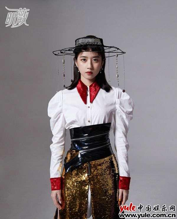 李凯馨杂志时尚大片曝光 造型百变演绎摩登风尚