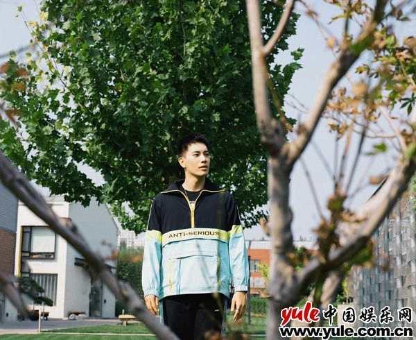 王梓豪胶片写真曝光  阳光型男率性耀眼