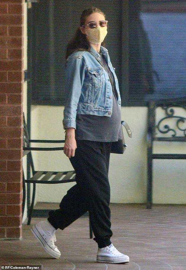 """鲁妮·玛拉挺8月孕肚被拍 """"小丑""""华金将当爹"""