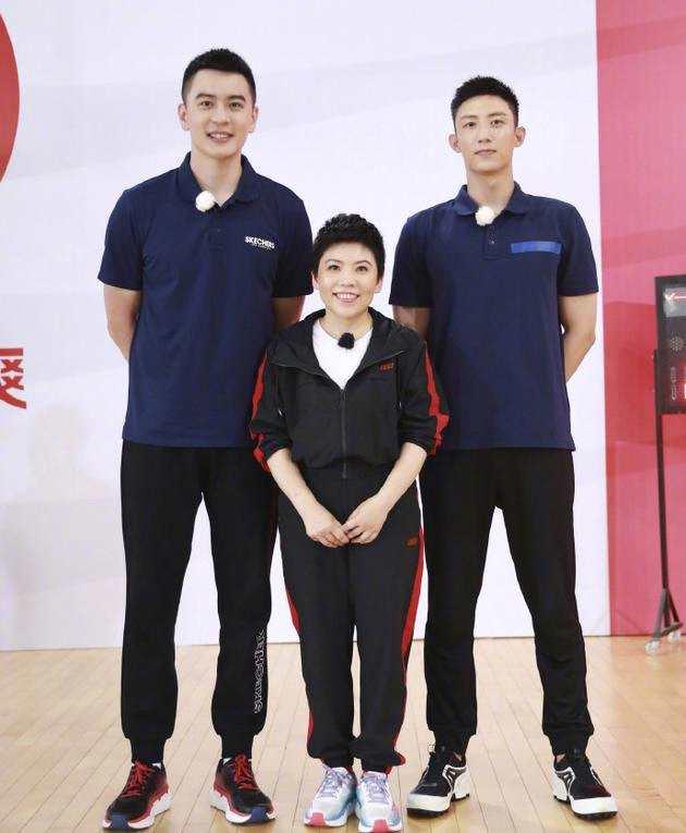 黃景瑜與鄧亞萍楊鳴同框合影 三人上演最萌身高
