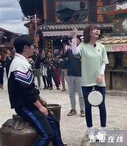 郭京飞王珞丹坐雕塑踩石碑 具体什么情况?