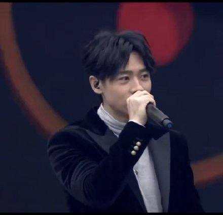《【杏鑫在线登陆注册】魏晨发文回应曾商演拒绝假唱:这是我应该做的》