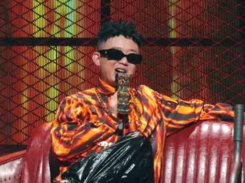 国潮rapper也是宠妻狂魔,奶爸GAI哥同款孕妇吸管杯实力抢镜