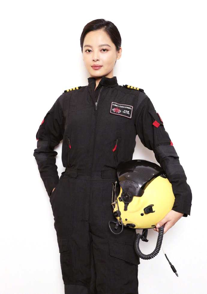 《【杏鑫注册地址】辛芷蕾与《紧急救援》人物原型同框又酷又飒》