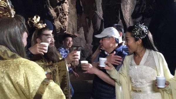 鲍国安《大闹东海》杀青 导演刘镇伟开香槟