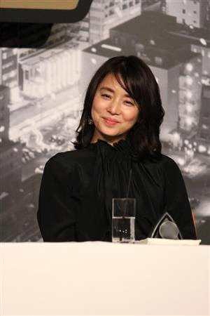 石田百合子出席电影发布会 与西岛共谈合作