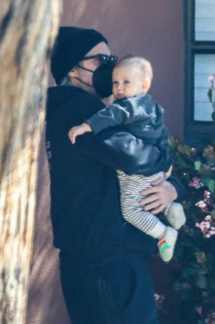 《【杏鑫娱乐账号注册】华金·菲尼克斯夫妇出街 5个月儿子瑞凡正面照曝光》