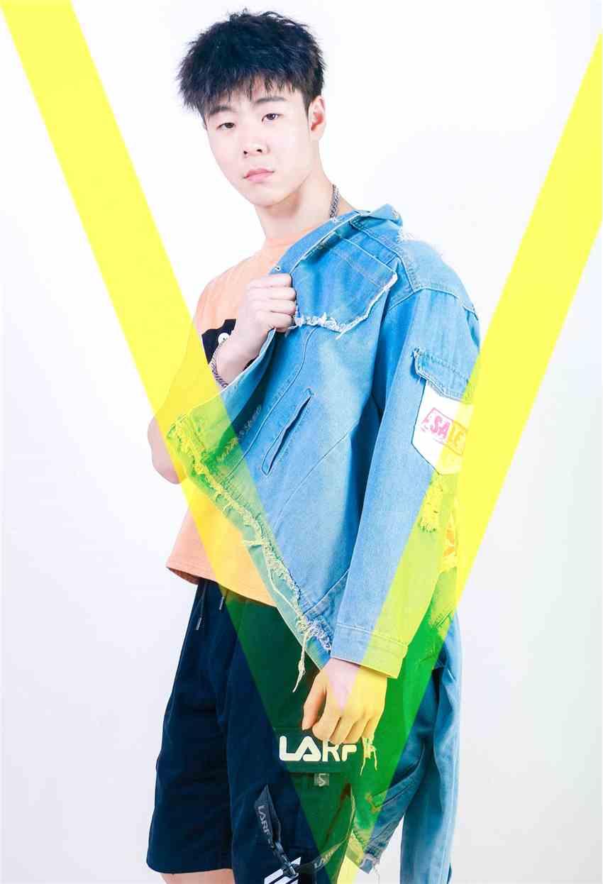 《【杏鑫娱乐平台怎么注册】邢天浩-坚信自己的演艺梦想,正式签约公司》