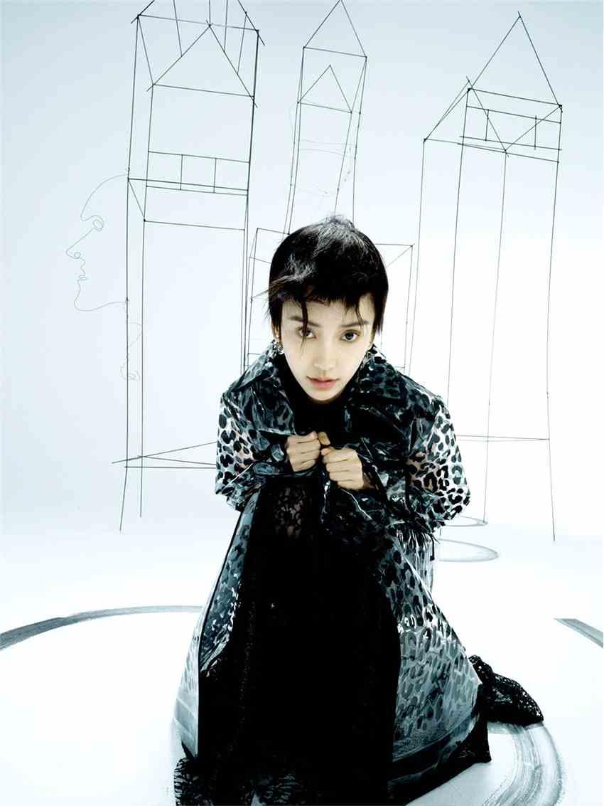 《【杏鑫娱乐账号注册】Angelababy短发造型登封 黑猫大片尽显神秘慵懒》