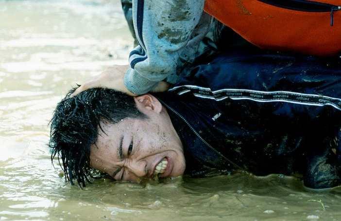 摩臣2平台佐藤健阿部宽主演《那些得不到保护的人》宣传片 10.1日上映