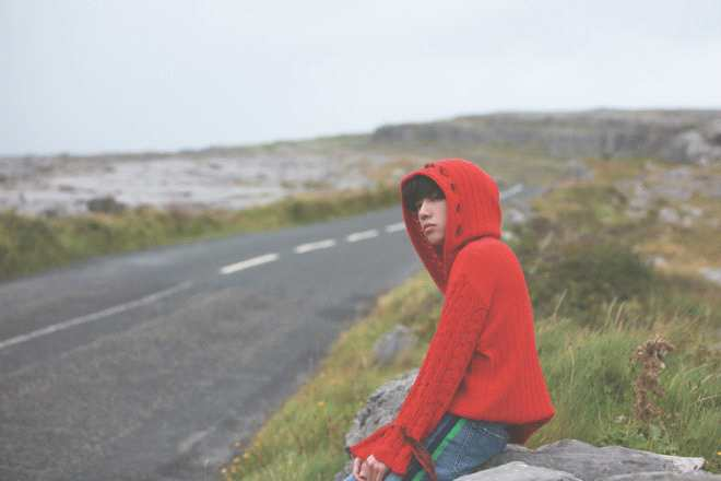 《【二号站娱乐登录注册】奶爸的少年感!华晨宇曝爱尔兰大片 尽显潇洒慵懒》